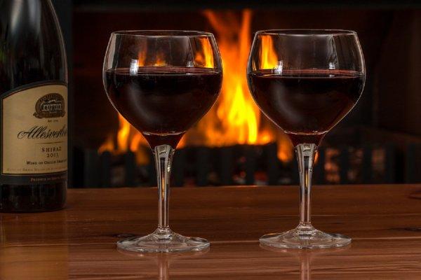 Ученые: Красное вино предотвращает развитие рака