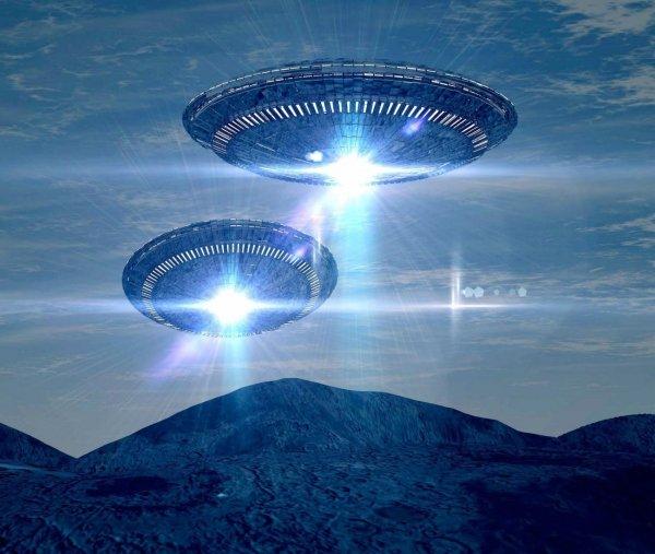 Женщине удалось заснять изменяющий форму НЛО над запретным районом в Британии