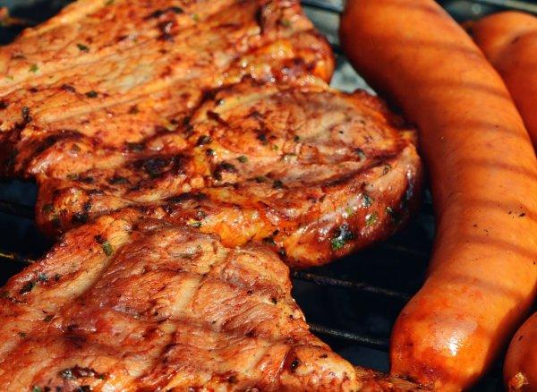 Эксперты предупредили о рисках популярной мясной диеты