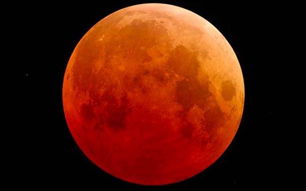 Российский космонавт выложил выложил фото лунного затмения с МКС