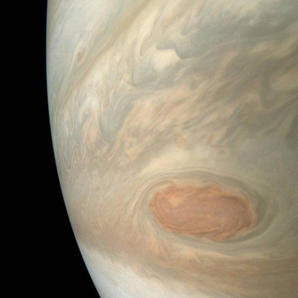 Ученые из NASA показали, как выглядит «эффектная буря» на Юпитере