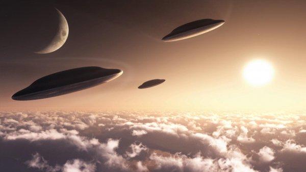 Облака или НЛО?: Необычные объекты пролетели в небе над Тихим океаном