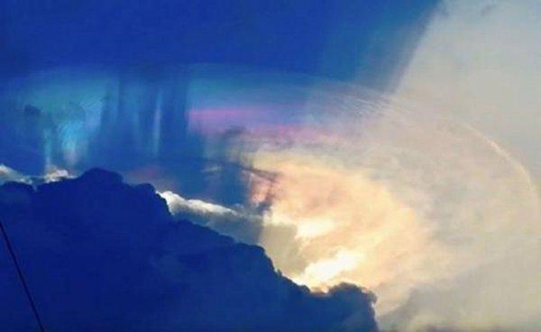 Жители Филиппин сняли на камеру гигантский НЛО в облаках