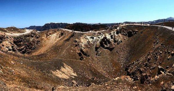 Ученые «сдвинули» дату извержения вулкана Санторин на век