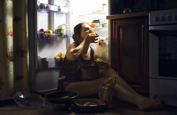 Диетологи назвали признаки зависимости от еды