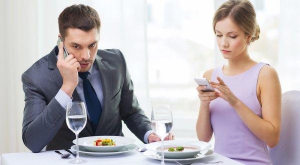 Россияне готовы пожертвовать здоровьем ради смартфона — Эксперты