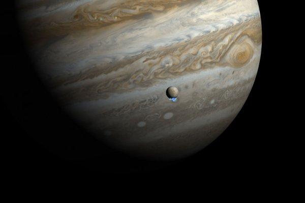 На Юпитере может существовать органическая жизнь и вода, доказали ученые