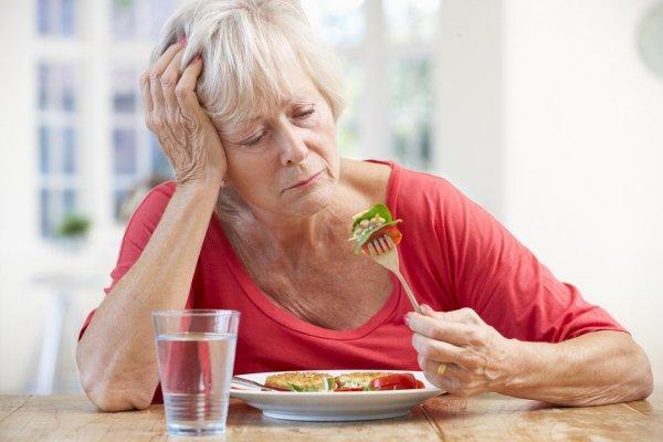 Риск здоровью: ученые не рекомендуют женщинам после 60 сидеть на диете