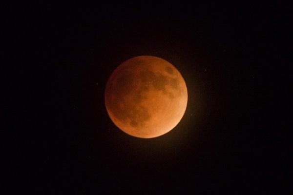 Под Липецком «проходящий сквозь Луну» НЛО попал на камеру