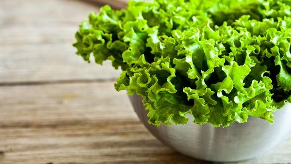 Ученые научили робота деликатно чистить салат