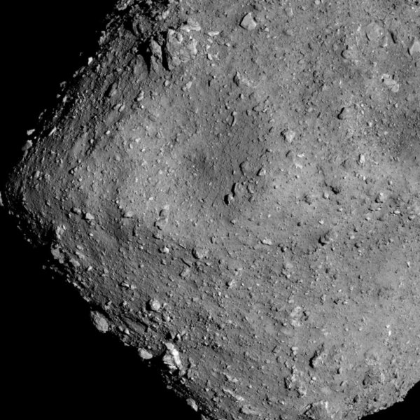 Японским роботам удалось снять на видео поверхность астероида