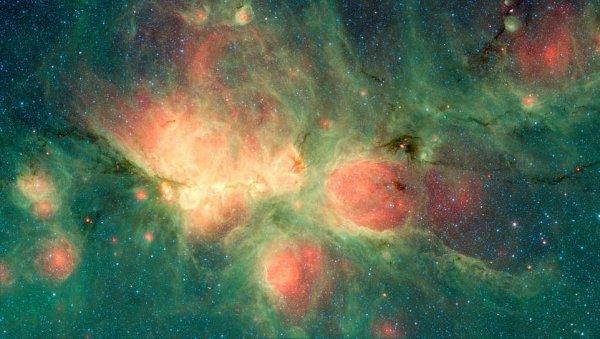 Ученые NASA показали уникальные снимки туманности Кошачья лапа