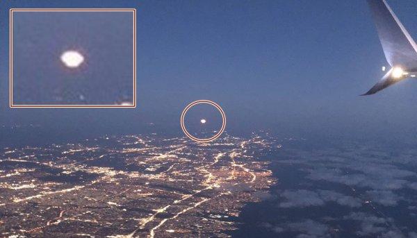 «Нью-Йорк в шоке!»: Пассажир самолета из иллюминатора снял на видео НЛО – уфологи