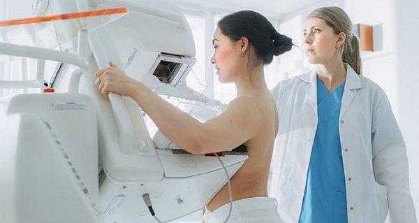 Женщины с плотной грудью должны начать обследование с 30-летнего возраста — Ученые