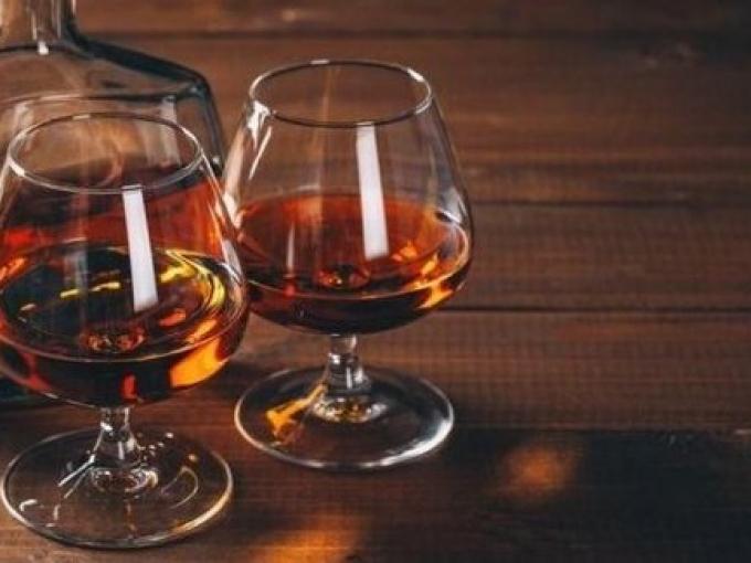 Большой выбор качественных дорогих алкогольных напитков
