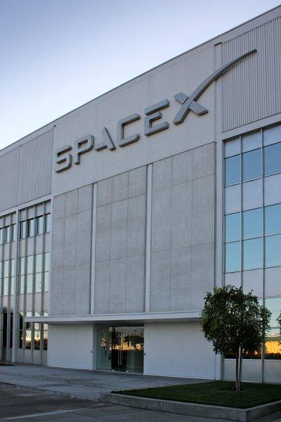 «Из Спэйс за спайс»: Space X уволит 10% штаба, в числе которых может оказаться Илон Маск.