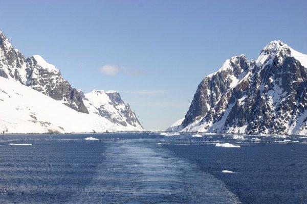 Ученые нашли жизнь в озере подо льдом Антарктиды