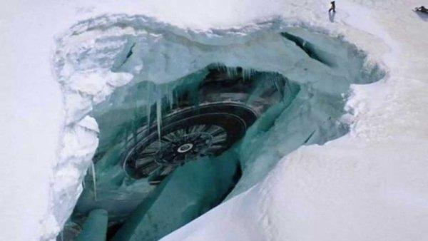 В Антарктиде уфологи нашли неизвестный летательный аппарат