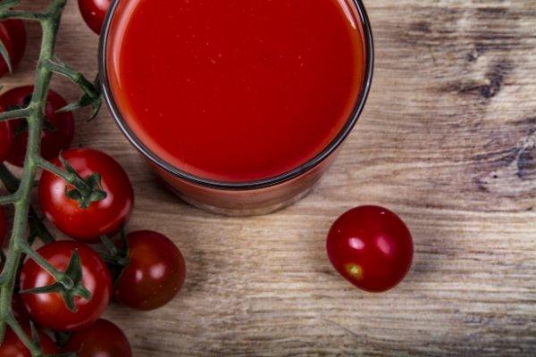 Ученые рекомендуют выпивать 150 мл томатного сока, чтобы снизить риск высокого кровяного давления