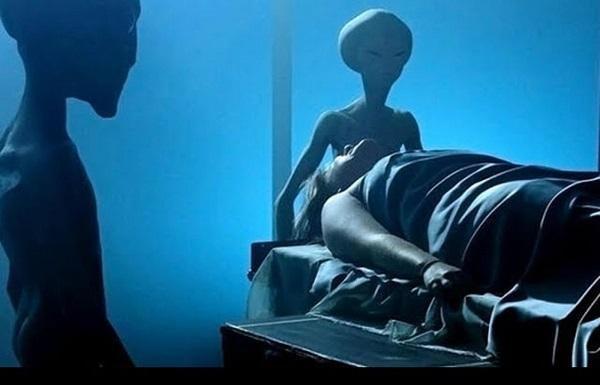 Американский уфолог: инопланетяне проводят опыты над людьми
