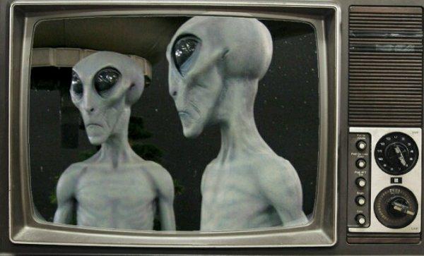 Против папарацци: Пришельцам с Нибиру не понравилась популярность на мексиканском ТВ