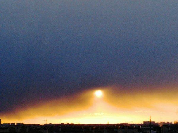 Нибиру «разорвала» небо: Россияне заметили в небе над Краснодаром  двойной закат