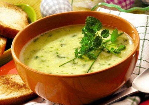 Источник здоровья или «убийца» желудка?: Ученые оценили вред и пользу супов