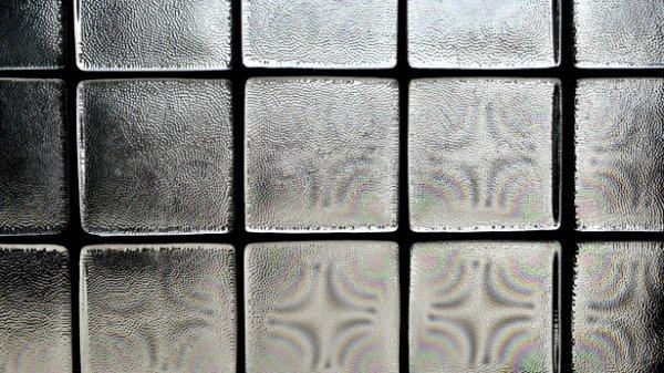 Учёные изобрели стекло, обладающее свойствами антибактериальной лампы