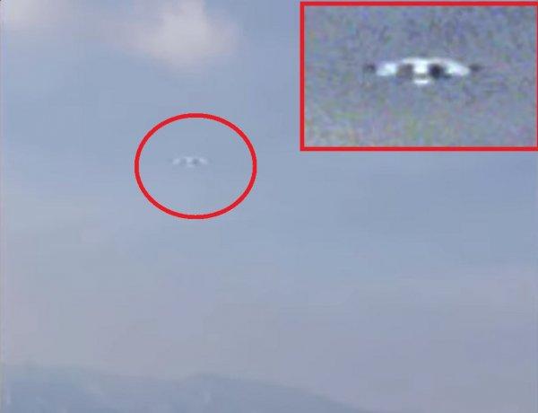 Пришельцы строят базу в горах: Турист случайно заснял в горах Китая НЛО