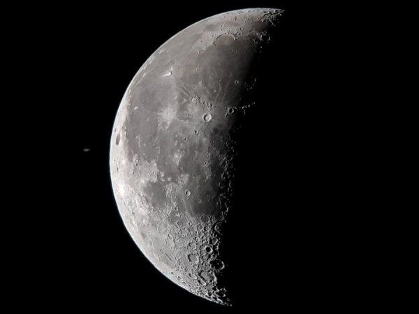 Астрофотограф впервые сфотографировал планету Сатурн на смартфон Samsung Galaxy S8