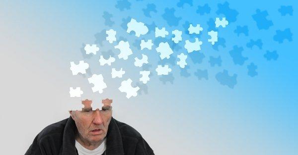 Опекунов людей с болезнью Альцгеймера научили бороться с депрессией