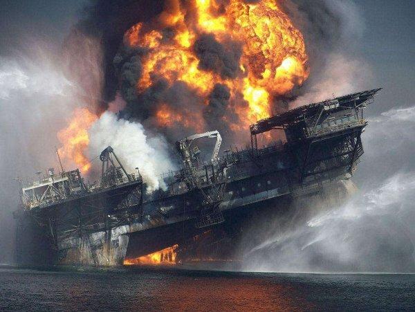 Море будет гореть: Началось массовое уничтожение нефтяной промышленности пришельцами с Нибиру — уфолог