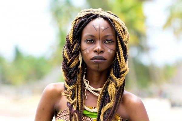 Женщины-мутанты живут на болотах: В Африке родился гибрид ведьмы и пришельца