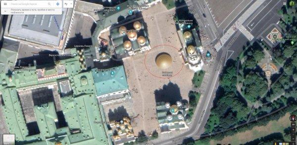 Путин встречался с пришельцами: Припаркованный в Кремле НЛО найден на Google Maps - уфолог