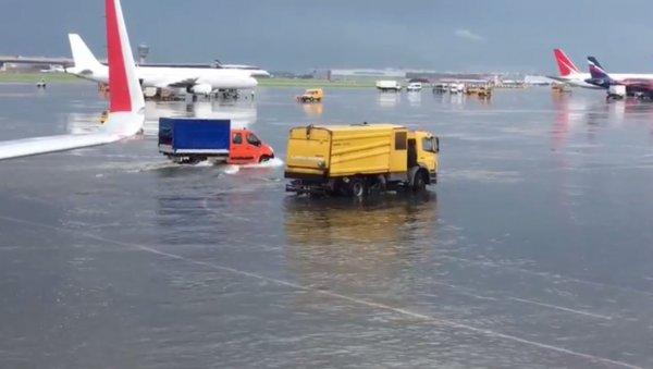 Шереметьево уходит под воду: Нибиру топит столицу - пророчество Ванги сбывается
