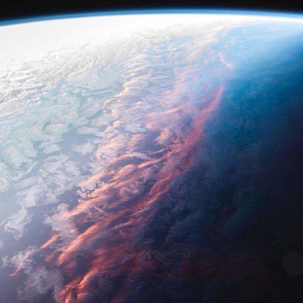 Нибиру воспламенила стратосферу! Сотни очевидцев стали свидетелями мощного небесного пожара