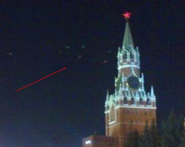 Нибиру похитила Путина! Над Кремлем засняли диверсионную группу пришельцев
