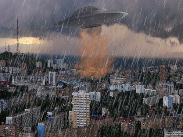 Смывают с лица Земли: Очевидцы засняли, как пришельцы с крипто-пушек атаковали Владивосток