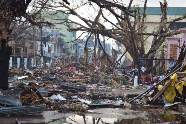 Уничтожено 13 000 домов: Посланный Нибиру ураган устроил «кровавую жатву» у границ США