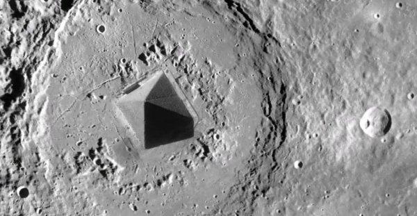 Пирамиды исчезнут? Пришельцы в спешке телепортируют свои технологии из Египта