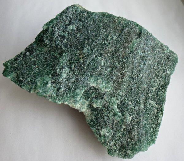 Учёные открыли новый минерал внутри алмаза