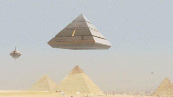 Корабль богов пришёл в движение: Пирамиды-НЛО засняли в Египте