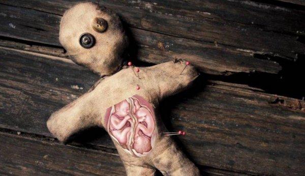 Шаман помог девушке избавиться от бесплодия с помощью куклы-вуду