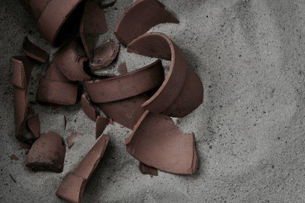 Разбил тарелку – попал в переделку. Как сломанные вещи влияют на человека