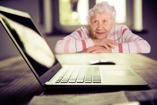 Бабушка умерла, а «Одноклассники» остались. Что делать со страницей покойного в социальной сети
