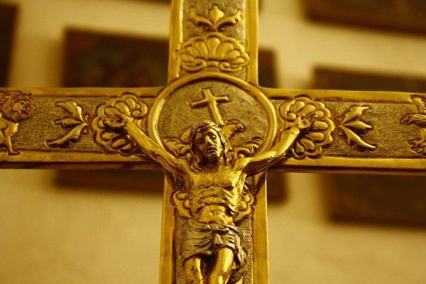 Проклятие золота: Почему золотой крест приносит несчастья
