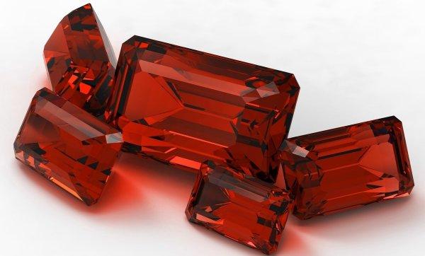 Рубиновый браслет против бед. Как камень защищает ауру человека, рассказал потомственный ведун