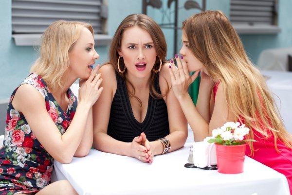 Обсудят мужей, осудят подруг: Женщины этих знаков любят «перемывать косточки» - Астролог