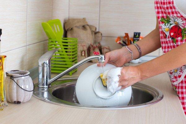 Приманка для бедности: Как поступать с грязной посудой?