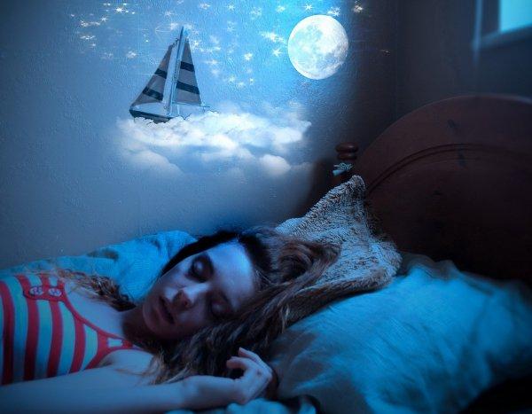Сплю и вижу жизнь в Париже: Астролог предупредил Весов и Рыб о вещем сне на выходных